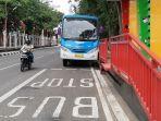 bus-trans-siginjai-saat-berada-di-halte-bus-kawasan-gubernuran-jambi.jpg