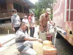 dapat-bantuan-air-bersih-kecamatan-bathin-viii-salurkan-air-bersih-untuk-warga-di-desa-pulau-buayo.jpg
