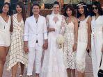 deretan-puteri-indonesia-hadir-di-pernikahan-nadine-chandrawinata-dan-dimas-anggara_20180709_212357.jpg