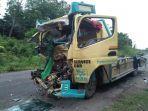 dua-truk-adu-kambing-di-jalan-lintas-sumatera.jpg