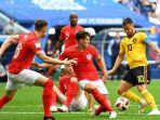 eden-hazard-menggiring-bola-menghindari-kejaran-para-pemain-inggris_20180714_233930.jpg