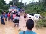 evakuasi-mobil-hanyut8.jpg