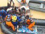 evakuasi-pegawai-kapal-tongkang.jpg