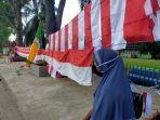 fatma-wati-penjual-bendera-di-kota-baru.jpg