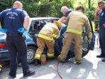 ilustrasi-kecelakaan-evakuasi-menolong.jpg