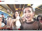 jessica-iskandar-dan-nia-ramadhani-naik-krl-commuter-line.jpg