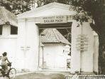 kampus-ugm-di-keraton-yogyakarta-tahun-1950-an-baginda-bintangblogspotcoid_20180418_100919.jpg