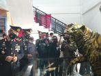 kapolda-danrem-dan-gubernur-jambi-saat-kunjungi-museum-perjuangan-rakyat-jambi.jpg