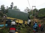 kecelakaan-lalu-lintas-terjadi-di-kayu-aro-sebuah-truk-pengangkut-baran_20180326_154657.jpg