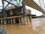 kondisi-jembatan-muara-sabak-yang-tertabrak-tongkang-rabu-1542020.jpg