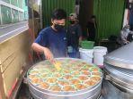 kue-tradisional-khas-suku-bugis-makassar-kini-hadir-di-jambi-yaitu-raja-apang-panas.jpg