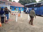 lonjakan-arus-bus-penumpang-bus-terminal-alam-barajo.jpg