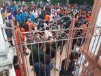 mahasiswa-demo-di-gedung-dprd-provinsi-jambi.jpg