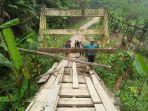 miris-jembatan-gantung-di-renah-kemumu-kabupaten-merangin-nyaris-ambruk.jpg