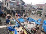 nelayan-di-tanjabbar-melaut-di-tengah-kepungan-asap-ini-harapan-hnsi-tanjabbar-di-saat-musim-ikan.jpg