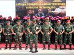 panglima-tni-bersama-kepala-staf-angkatan-dan-komandan-pasukan-khusus-tni.jpg