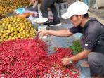 pedagang-cabai-di-pasar-minggu-desa-teluk-rendah-pasar-kecamatan-tebo-ilir-kabupaten-tebo.jpg