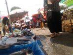 pedangan-ikan-di-pasar-angso-duo_20180412_142539.jpg