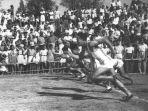 pelari-saat-pon-i-di-surakarta-pada-9-12-september-1948.jpg