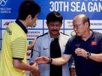 pelatih-timnas-thailand-akira-nishino-dan-pelatih-timnas-u-23-indonesia-indra-sjafri.jpg