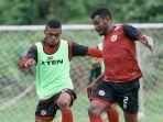 pemain-semen-padang-saat-melakukan-latihan-bersama-jelang-liga-2-indonesia.jpg