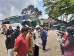 pemeriksaan-kesehatan-terhadap-para-penumpang-bus-yang-tiba-di-terminal-alam-barajo-jambi.jpg