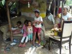 pemulung-dan-anak-putus-sekolah-kemiskinan_20151212_001547.jpg