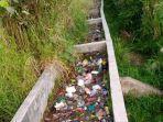 penampakan-sampah-yang-menumpuk-di-saluran-irigasi-di-dua-desa-kabupaten-kerinci.jpg