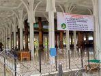 penerimaan-zakat-fitrah-di-masjid-agung-al-fallah.jpg