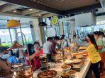 pengunjung-di-wok-n-tok-yello-hotel-jambi-saat-promo-all-you-can-eat-shock-tober-lunch.jpg