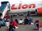 penumpang-menunggu-pesawat-lion-air-yang-delay.jpg