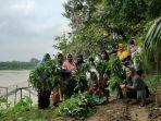 perempuan-di-desa-pulau-raman.jpg