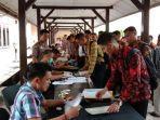 peserta-penerimaan-polri-datangi-mapolresta-jambi-dengan-pakaian-batik.jpg