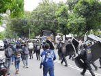 pihak-kepolisian-kembali-memukul-massa-aksi-1.jpg
