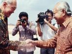 presiden-indonesia-soeharto-lee-kuan-yew_20160127_134632.jpg