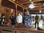 presiden-joko-widodo-didampingi-gubernur-diy-sri-sultan-hamengku-buwono-x-melayat.jpg