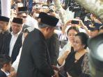 presiden-ri-ke-6-susilo-bambang-yudhoyono-tampak-berbincang-dengan-presiden-ri-ke-5-megawati.jpg