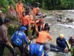 proses-evakuasi-37-penumpang-bus-sriwijaya.jpg