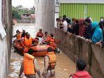 proses-evakuasi-warga-terdampak-banjir-di-kota-jambi.jpg