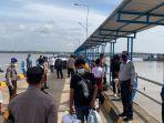 puluhan-penumpang-dari-batam-tiba-di-pelabuhan-roro-kuala-tungkal-kelengkapan-surat-diperiksa.jpg