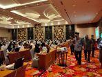 ratusan-peserta-cpns-tanjabbar-tampak-menggunakan-face-shield-dan-masker-di-bw-luxury-hotel.jpg