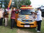 rektor-universitas-jambi-prof-h-sutrisno-mscphd-menerima-bantuan-sebuah-mobil-ambulance.jpg