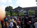 ribuan-calon-mahasiswa-yang-lulus-seleksi_20180508_131705.jpg