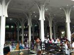 ribuan-orang-menghadiri-salat-idul-fitri-1439-h_20180615_083446.jpg
