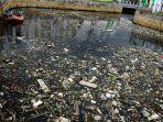 sampah-di-pintu-air-taman-sungai-tembuku_20170324_102346.jpg