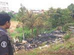sebuah-bangunan-bedeng-empat-pintu-di-kelurahan-pematang-kandis-kecamatan-bangko-hangus-terbakar.jpg