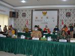 sekretaris-daerah-provinsi-jambi-hsudirman-sh-mengumumkan-kenaikan-status-karhutla.jpg
