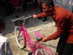 sepeda-jokowi_20150822_155536.jpg