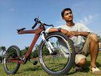 sepeda-kayu-karya-pulung-prasetyo.jpg