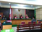 sidang-putusan-sela-di-pengadilan-tipikor-jambi_20181107_200727.jpg